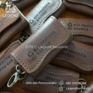 Souvenir gantungan kunci kulit