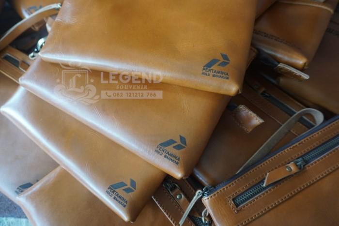 souvenir clutch kulit asli pt pertamina ulu mahakam kalimantan
