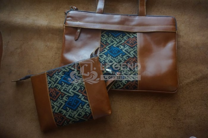 Souvenir Tas Laptop Kulit Batik dan Clutch Kulit Batik