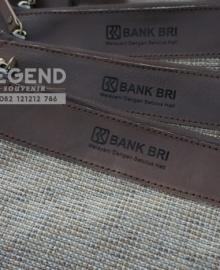 Souvenir Tas Clutch Kulit Untuk Nasabah Bank BRI