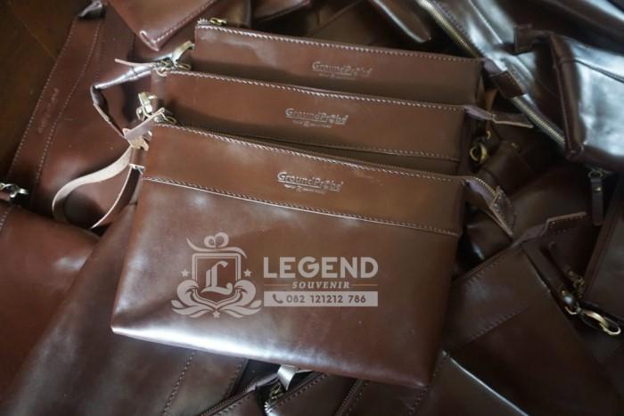 clutch bag kulit untuk acara kantor di balikpapan