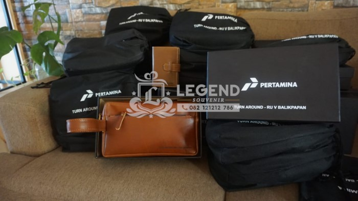 merchandise tas pouch kulit untuk evenet perusahaan