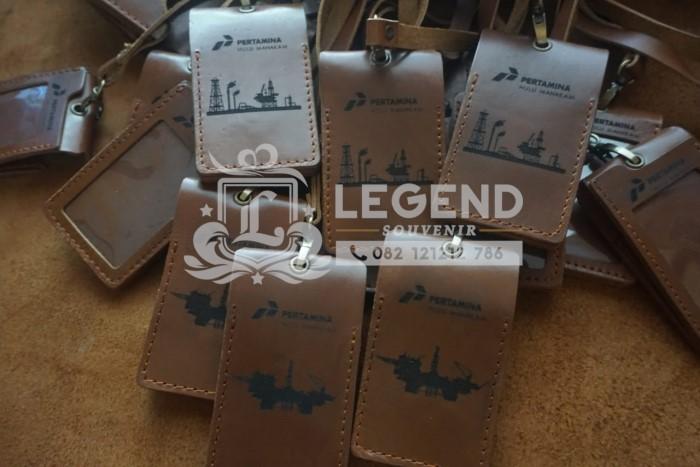 jual souvenir barang promosi kantor balikpapan id card kulit acara perusahaan pertamina