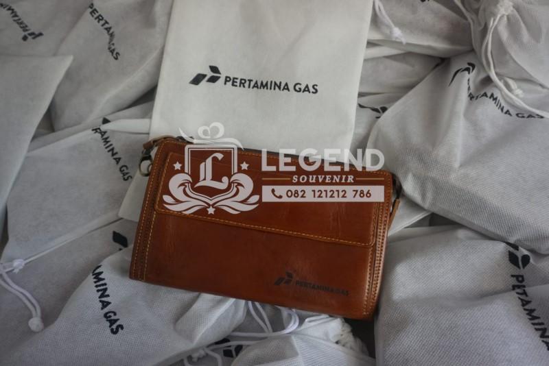 hand bag pouch kulit di kutai