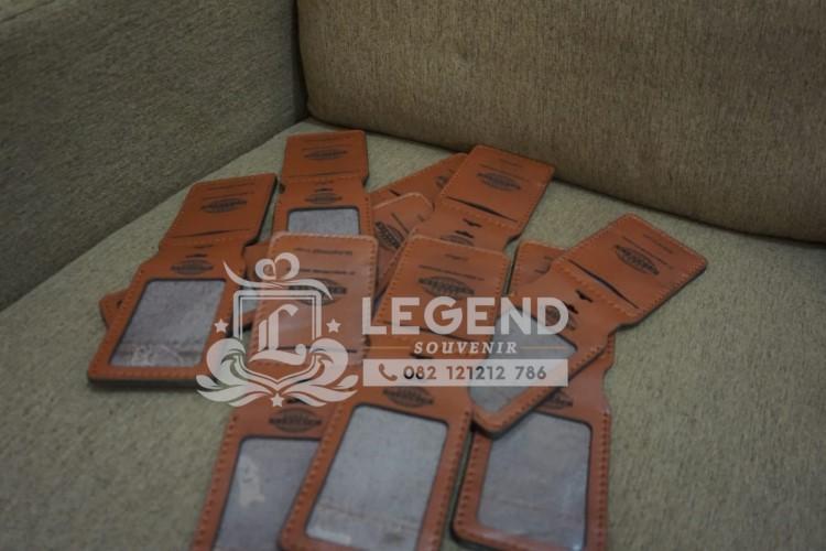 souvenir gantungan id card kulit