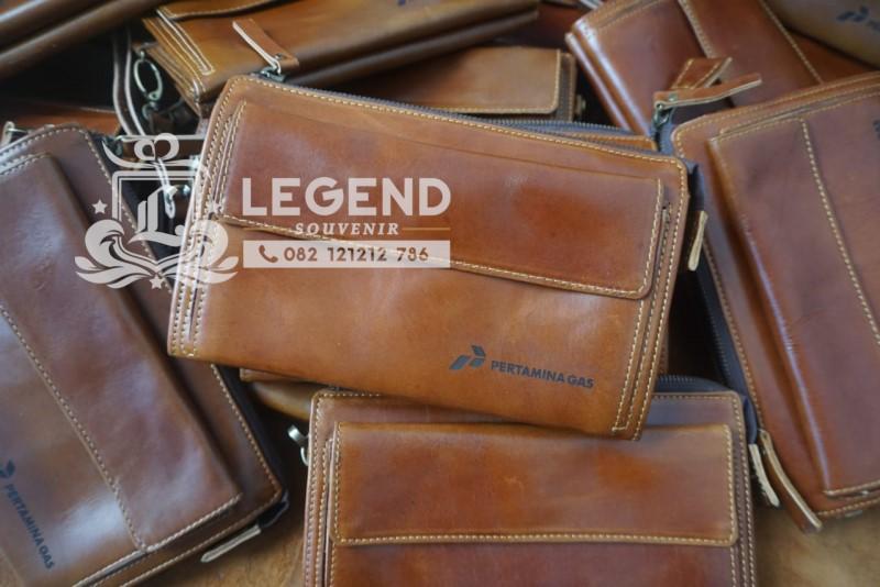souvenir di depok pouch kulit
