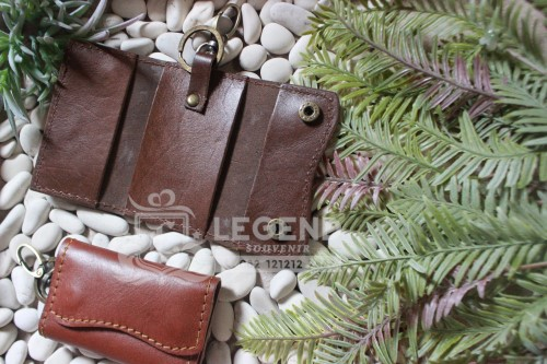 gantungan kunci contoh souvenir kulit di bandung